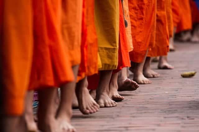 monks in Luang Prababng
