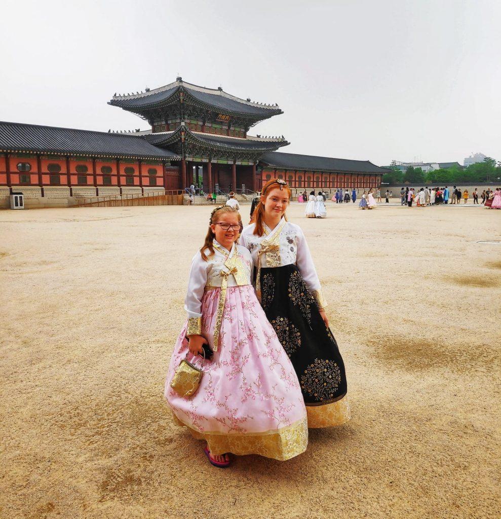hire a hanbok in seoul