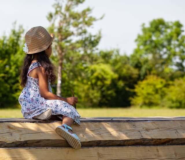 Little girl wearing a sun hat